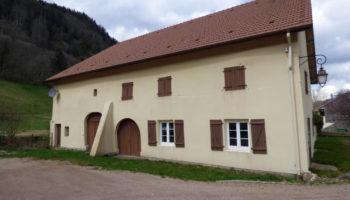 10 MN GERARDMER : Jolie ferme rénovée en 2007, 160 m² habitable capacité 10 pers.! Vaste grenier aménageable..