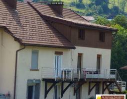 LA BRESSE, proche ttes commodites, F5 de 130 m² avec balcon, jardinet, caves et stationnement privé.
